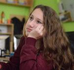 Osmáci - sledování naučného filmu o vývoji proudových motorů ve fyzice