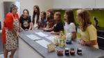 Ve školních dílnách a kuchyňce